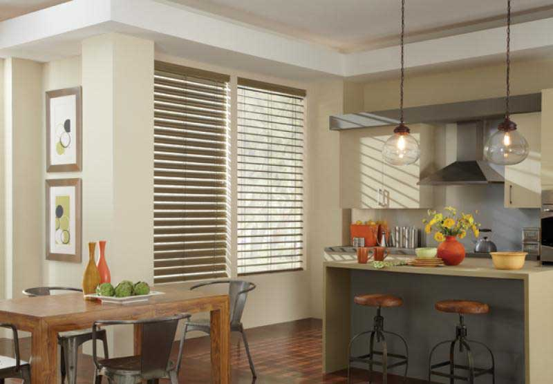 Reveal® aluminum blinds with MagnaView®